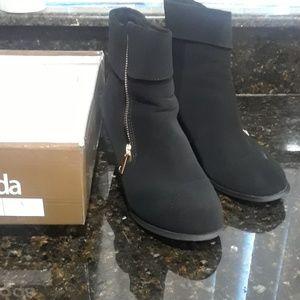 Top Moda Tail-2 black boot size 8.5